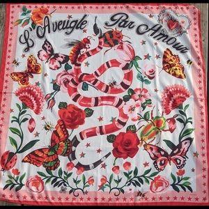 GUCCI L'Aveugle Par Amour Red Floral Scarf  35x34